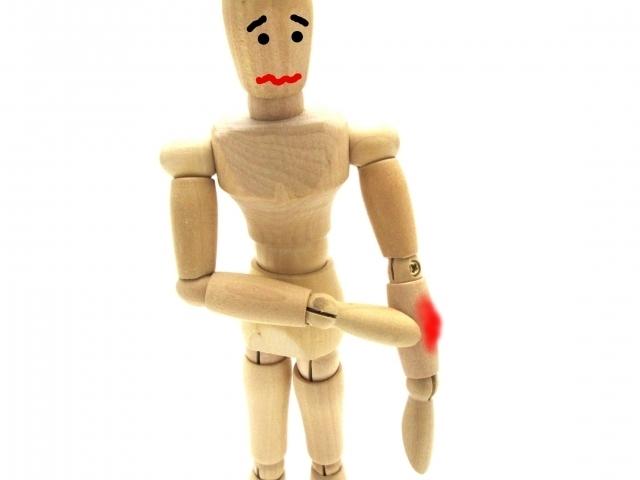 けがした人形.jpg